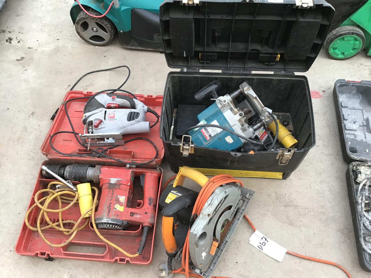 Lot 56 - FOUR POWER TOOLS TO INCLUDE A MAKITA ROUTER, EVOLUTION RIP SAW, JIGSAW AND DRILL (TWO 110V NOT