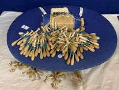 AN ORIGINAL VINTAGE BOBBIN LACE MAKING PILLOW BOX TO INCLUDE SPARE BOBBINS