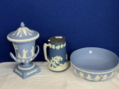 A TRIO OF WEDGEWOOD BLUE AND WHITE JASPERWARE TO INCLUDE A LARGE BOWL, LIDDED VASE AND METAL