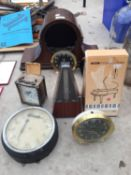 A COLLECTION OF VINTAGE CLOCKS TO INCLUDE MANTLE CLOCK, CARRIAGE CLOCK ETC.