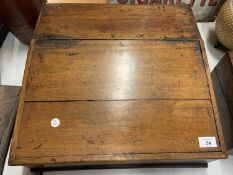 A LARGE VINTAGE WOODEN WRITING SLOPE CONTAINING A LARGE QUANTITY OF ARTIST'S OIL PAINTS, PASTELS ETC