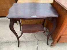 AN EARLY 20TH CENTURY MAHOGANY SIDE TABLE WITH LOWER SHELF
