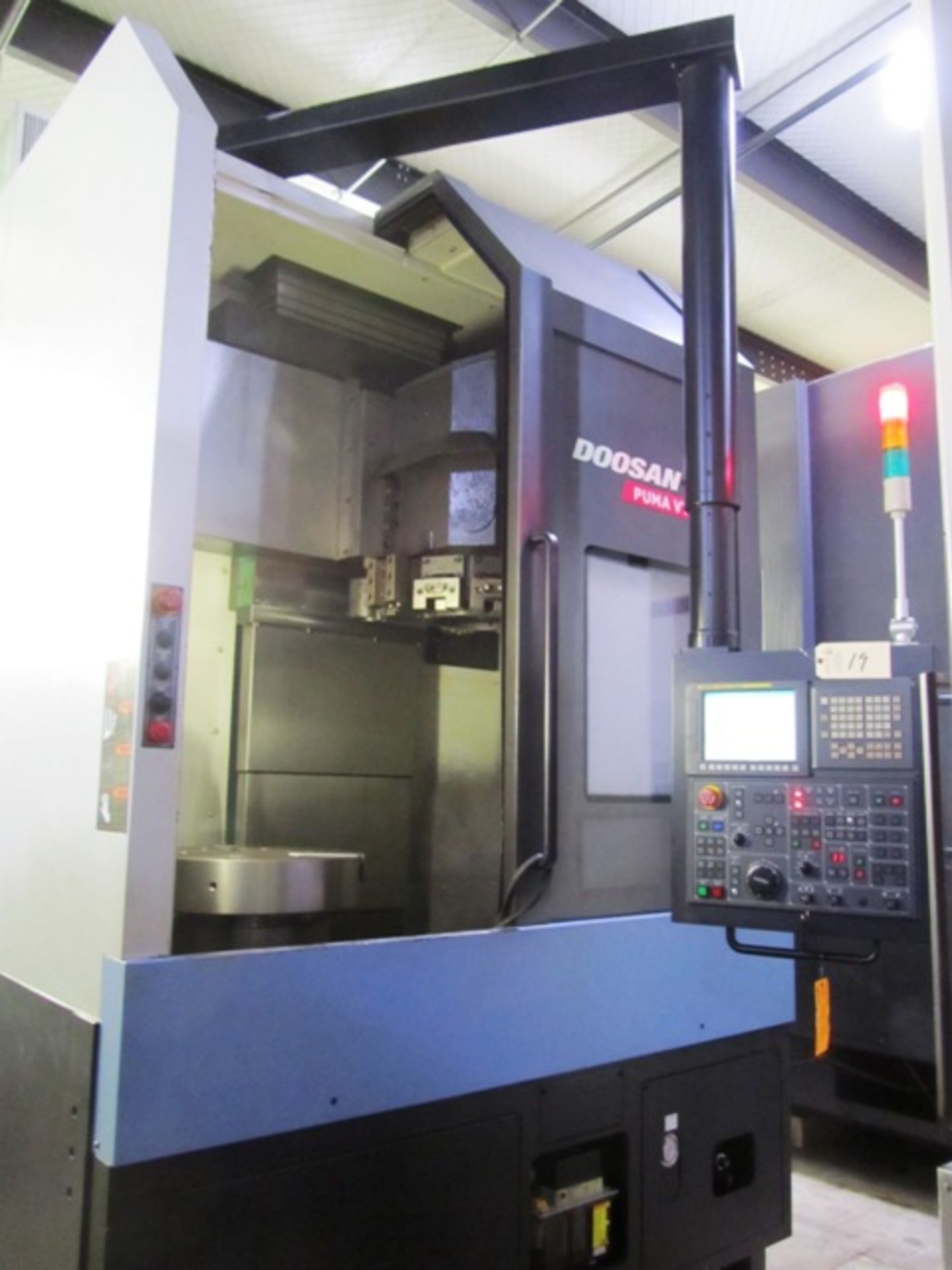 Lot 19 - Doosan VT900 CNC Vertical Turning Center