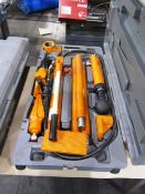 Central Hydraulics 10 Ton Portable Puller Kit