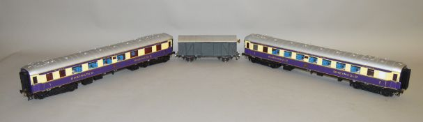 Gauge 1. Two unboxed and unbranded Deutsche Reichsbahn (German National Railway) 'Rheingold'