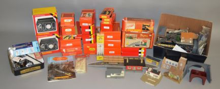 OO Gauge. 25 boxed and bagged Accessories by Hornby and others including Ratio 462 GWR Home and