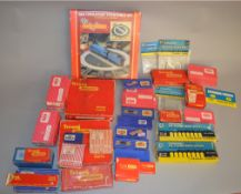 OO Gauge, A good quantity of boxed / bagged items by Hornby Dublo, Graham Farish etc including; R414