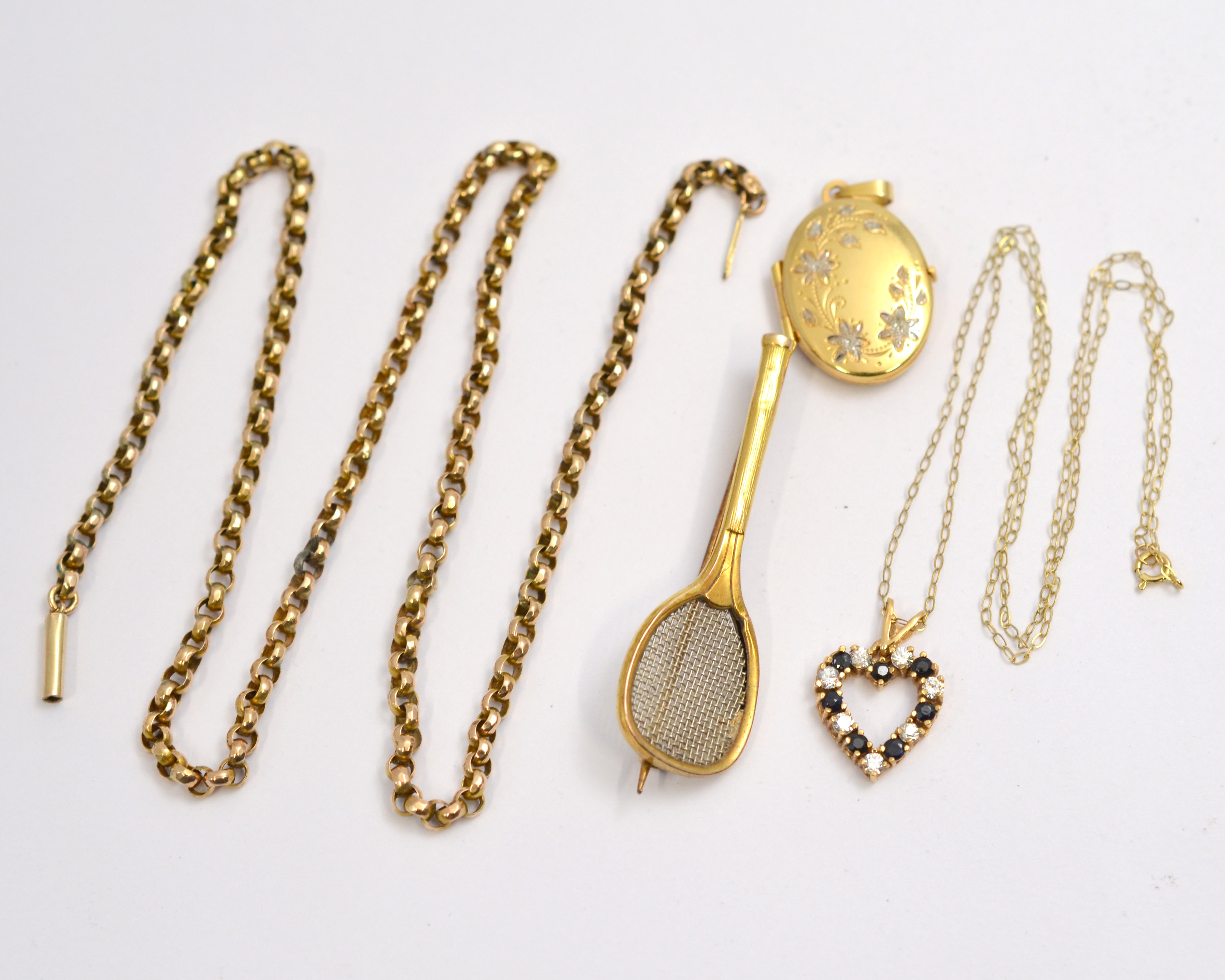 Lot 49 - A quantity of 9ct jewellery to include a chain A/F, locket, brooch etc, approx gross weight 14.4gms