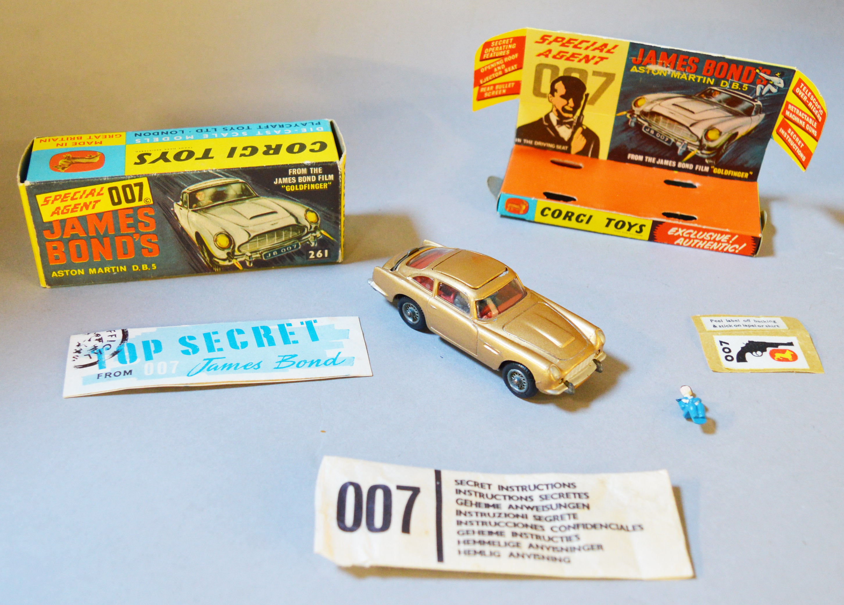 Lot 45 - James Bond 007 A boxed Corgi 261 Aston Martin DB5 in gold. A very good example of this 1965 issue