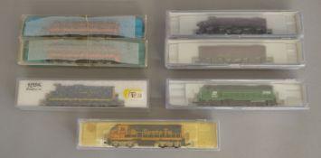 N Gauge. EX SHOP STOCK. A boxed Life-Like #7447 FA/FB1 Lehigh Valley twin Locomotive set '530'