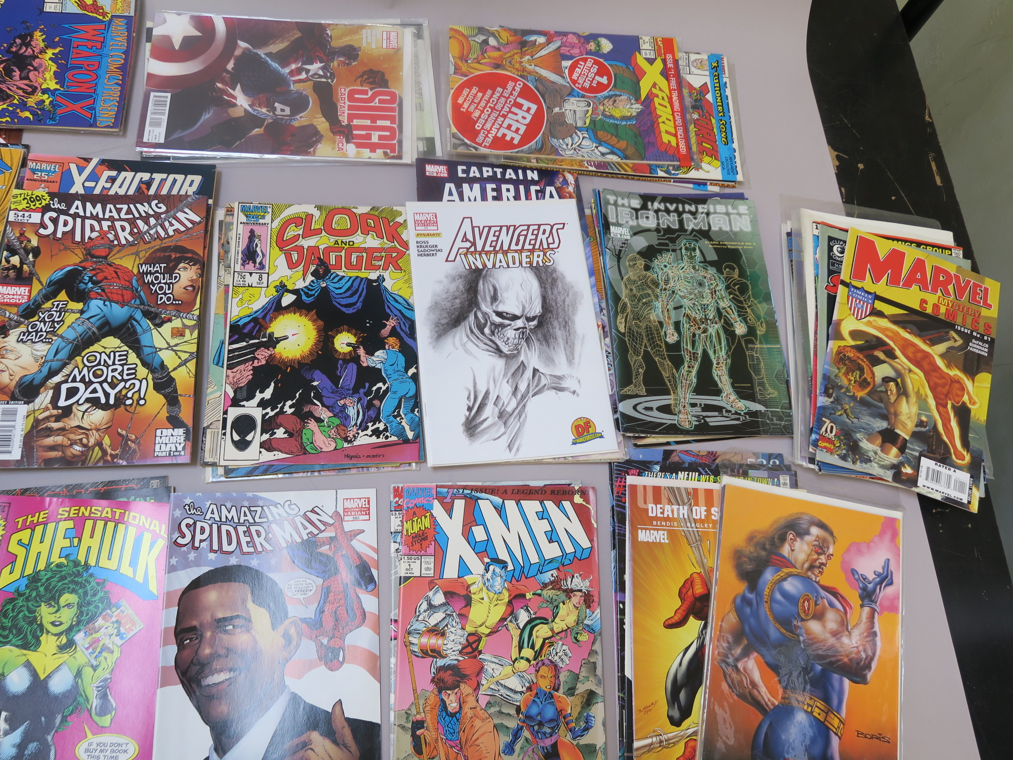 Lot 18 - Marvel comics in excellent condition including She-Hulk #1, X-Force 1 (sealed), Star Trek #1,
