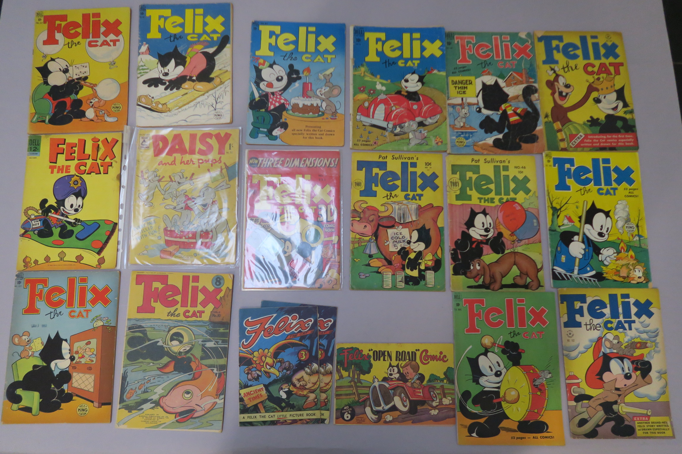 Lot 8 - Felix the Cat collection of vintage comics including Toby Press 3D No 1 (with glasses), No 34 &
