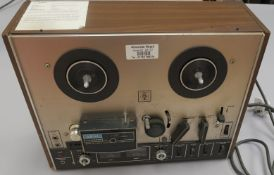 Vintage AKAI Model 4000DS Reel To Reel Player / Recorder made in the late to mid 70's. Condition -