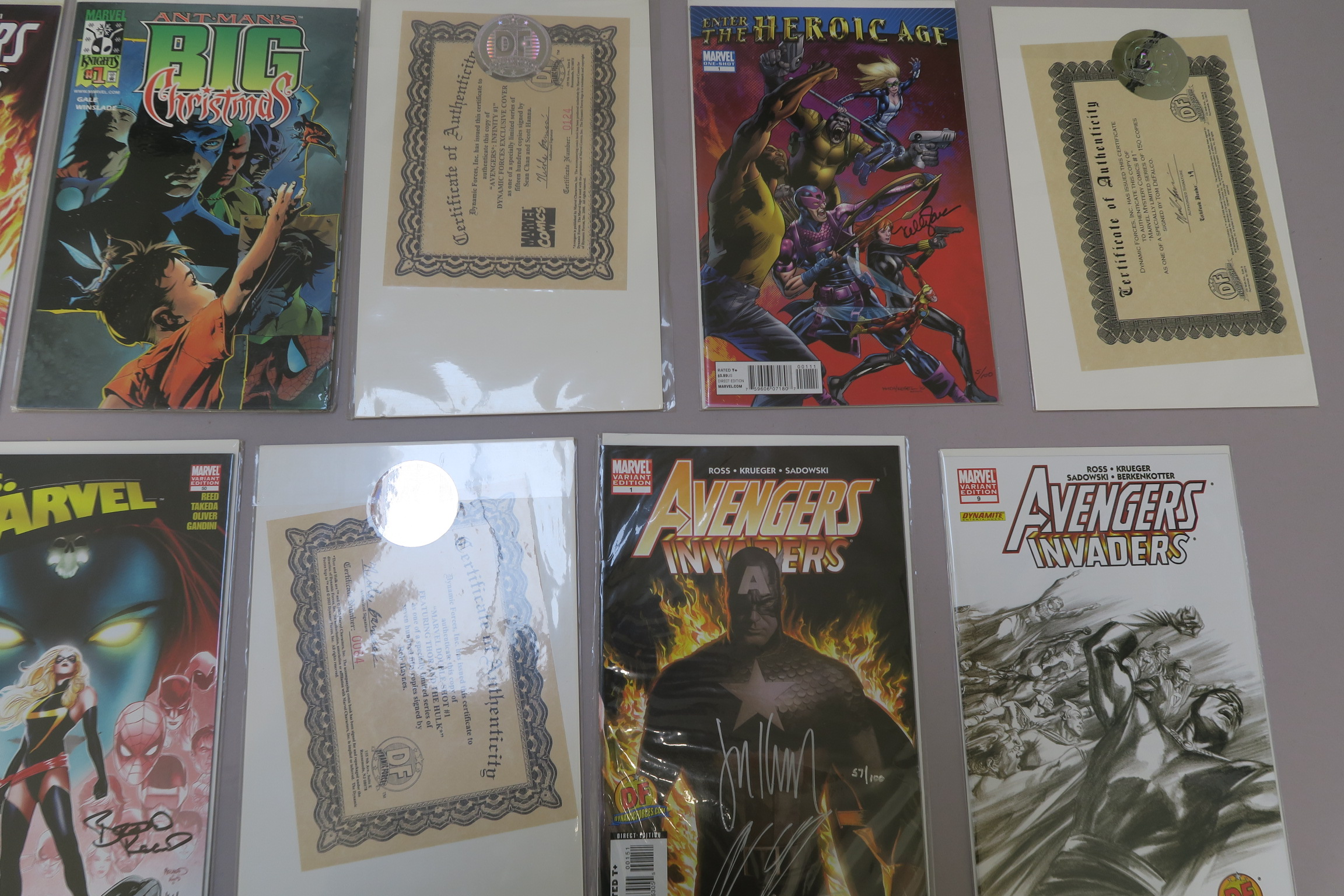 Lot 9 - Avengers Marvel signed comics including Avengers/Invaders #1 variant signed by Alex Ross and Jim