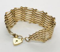 A 9ct gold gate bracelet with padlock. Weight 15.6g