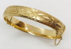 A 9ct gold hinged bracelet. Weight 12g