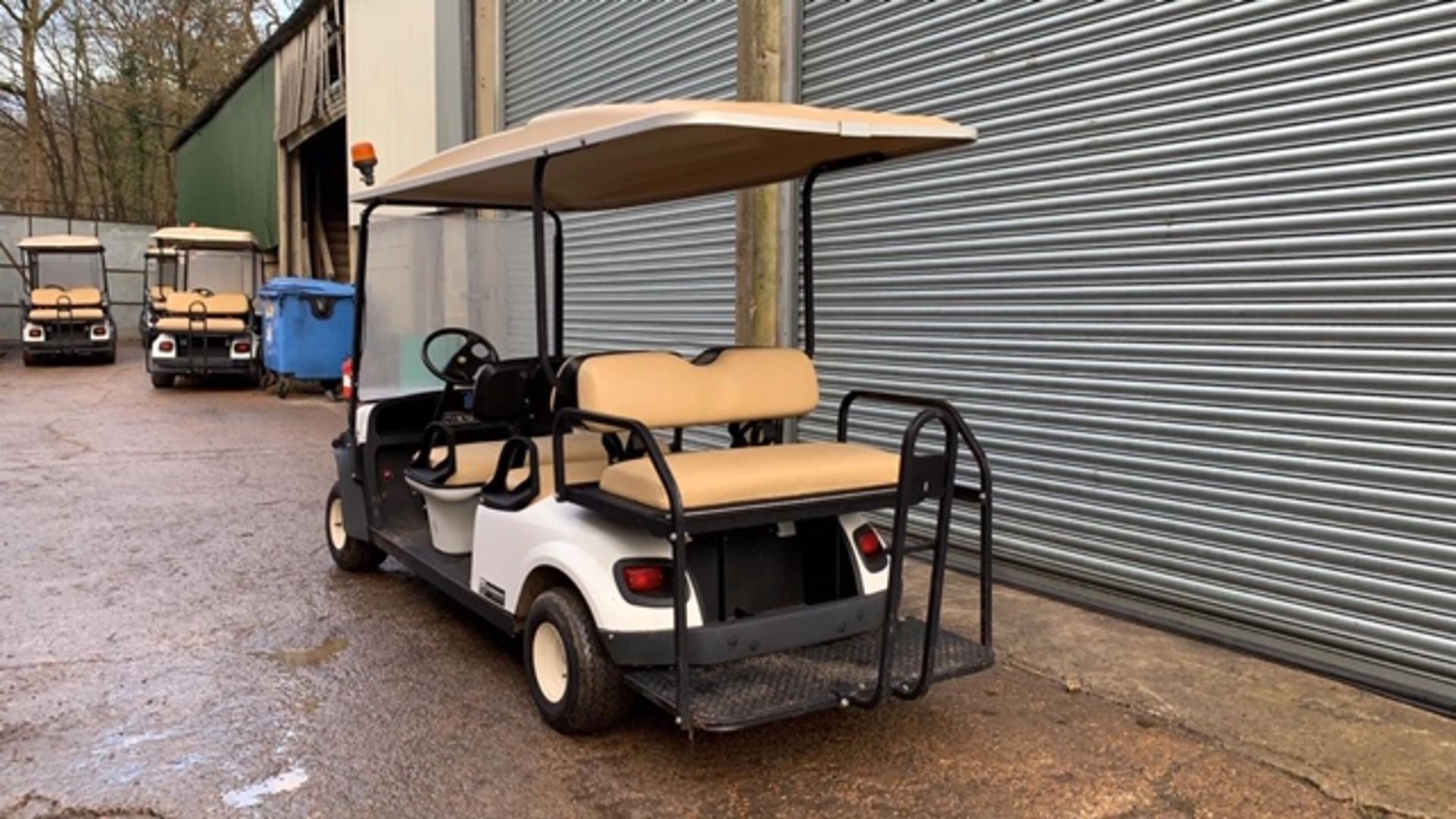 Lot 5 - CUSHMAN EZGO SHUTTLE 6 PETROL ENGINED 6 SEATER GOLF / EVENTS BUGGY. YEAR 2017 BUILD. 304 REC HRS.