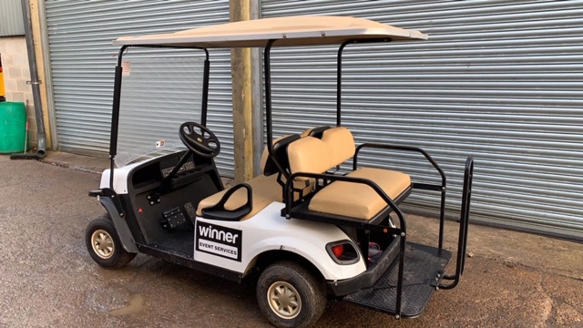 Lot 10 - CUSHMAN EZGO SHUTTLE 4 PETROL ENGINED 4 SEATER GOLF / EVENTS BUGGY. YEAR 2017 BUILD. UNKNOWN HRS.