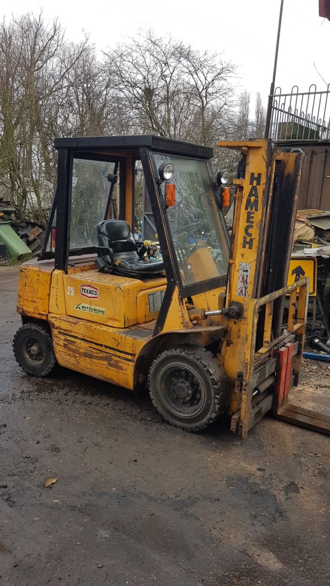 Lot 108 - MITSUBISHI FD25 DIESEL POWERED FORKLIFT TRUCK, WITH SIDE SHIFT, 2.5 TONNE RATED CAPACITY. VENDORS
