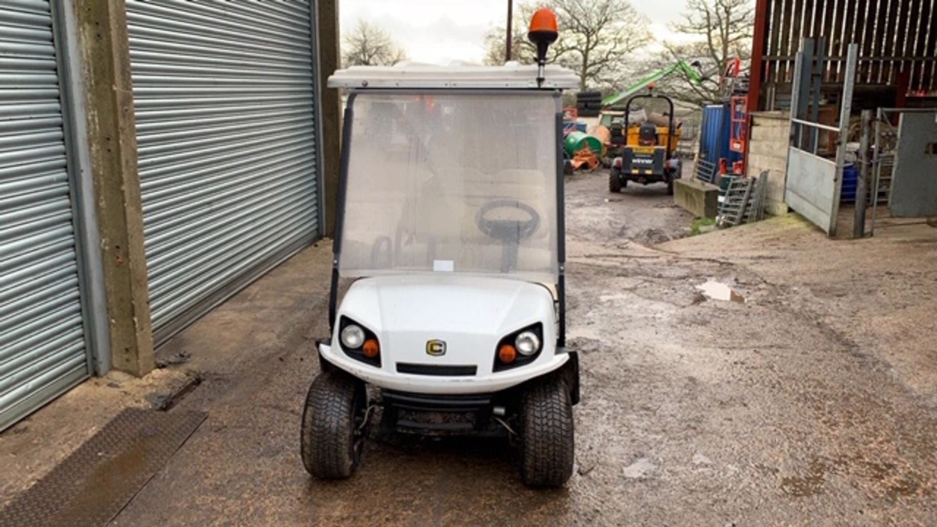 Lot 1 - CUSHMAN EZGO SHUTTLE 8 PETROL ENGINED 8 SEATER EVENTS GOLF BUGGY. YEAR 2017 BUILD. DIRECT FROM