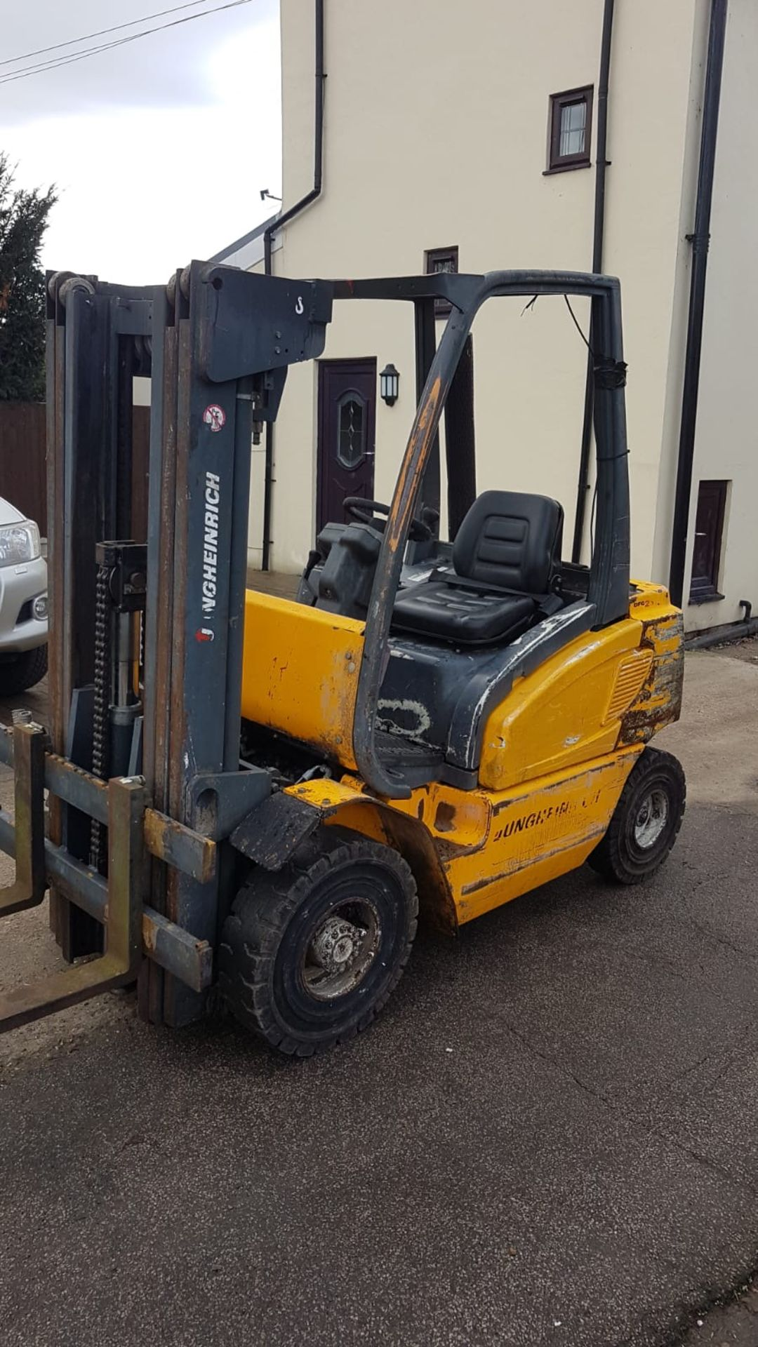 Lot 107 - JUNGHEINRICH DFG25 DIESEL POWERED FORKLIFT TRUCK, CONTAINER SPEC 3 STAGE MAST, 2.5 TONNE RATED