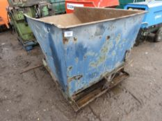 Small sized tipping skip