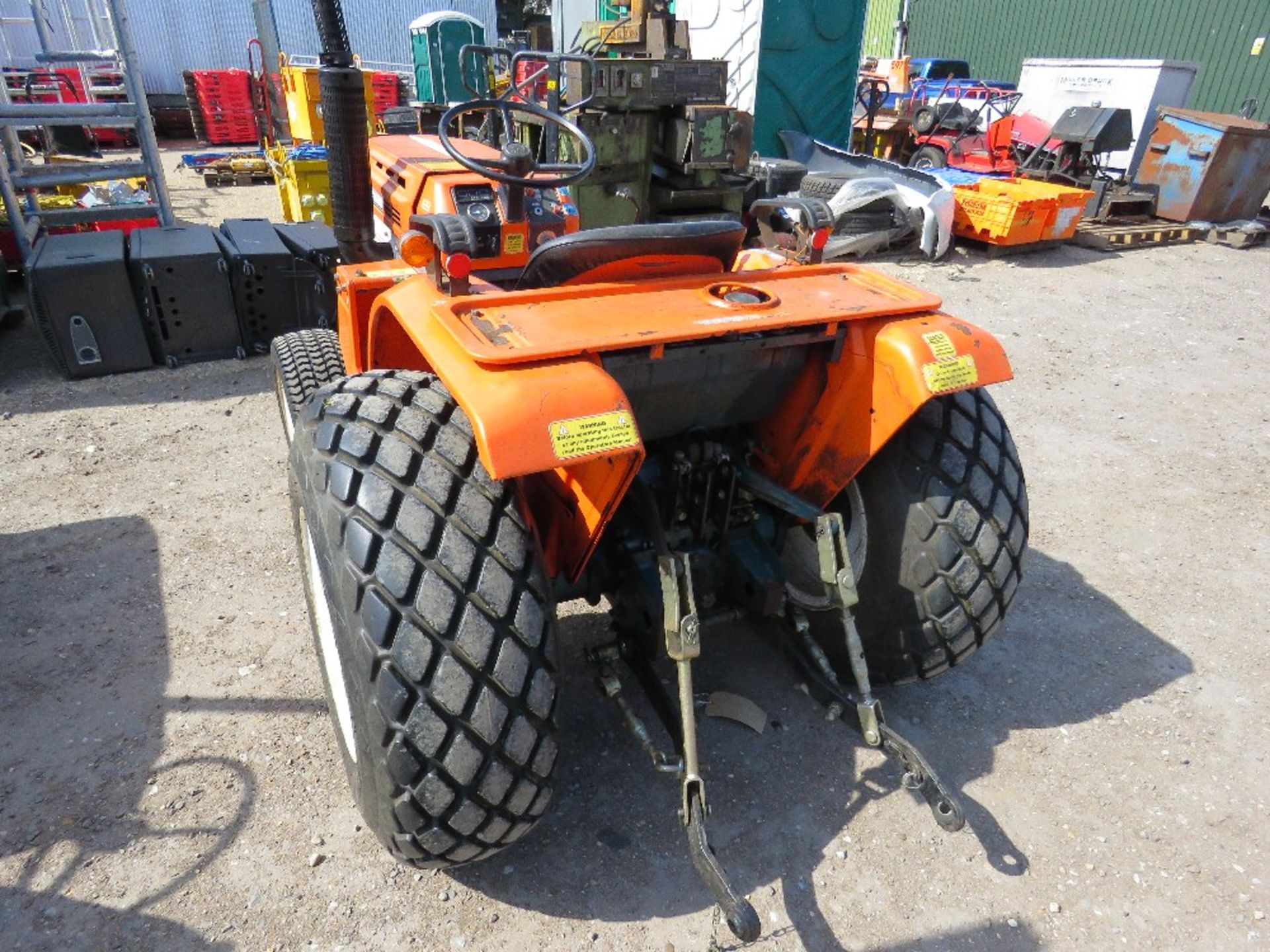 Lot 1202 - KUBOTA B1600 4WD COMPACT TRACTOR ON GRASS TYRES WITH REAR LINKAGE, NO VAT ON HAMMER PRICE