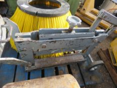 Heavy duty block splitter