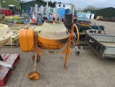 SMALL SIZED 240VOLT CEMENT MIXER