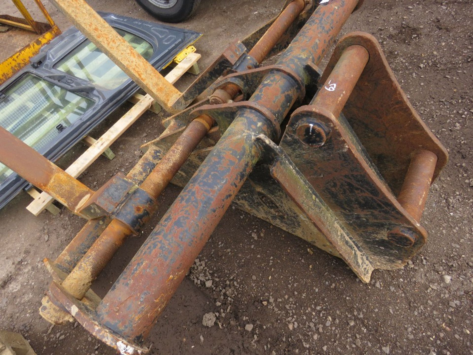 Lot 204 - Set of Keen excavator-mounted pallet forks, yr2014, on 65mm pins, untested