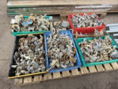 PALLET OF APPROX 300NO SCAFFOLD CLIPS