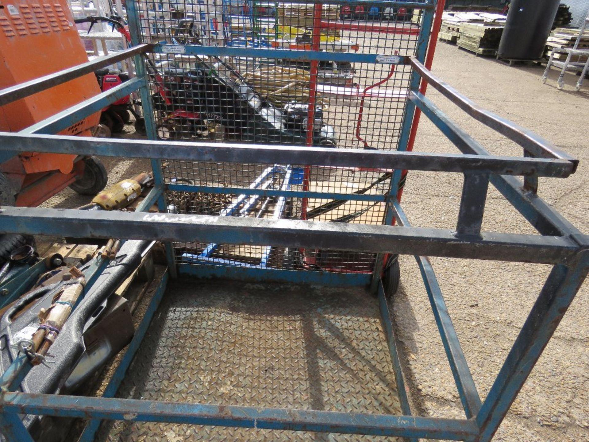 Lot 49 - Forklift man cage