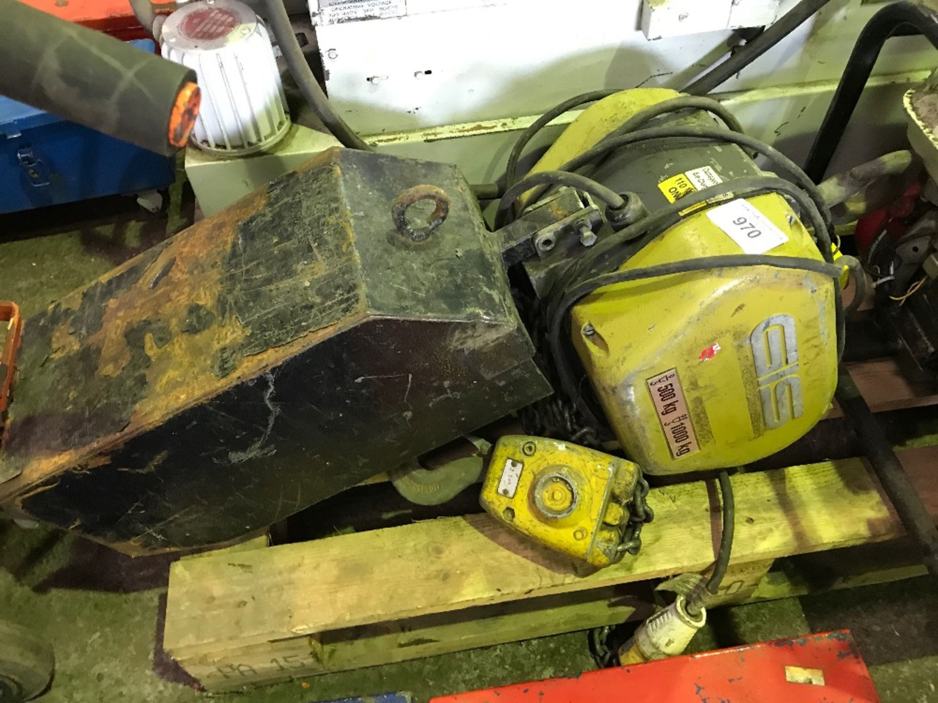 Lot 970 - GIS 110v 1tonne chain hoist, untested