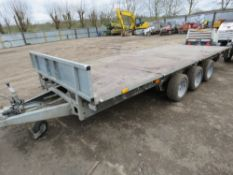 IFOR WILLIAMS LM166G3 TRIAXLED FLAT BED PLANT TRAILER, YEAR 2009 WITH LOADING RAMPS.