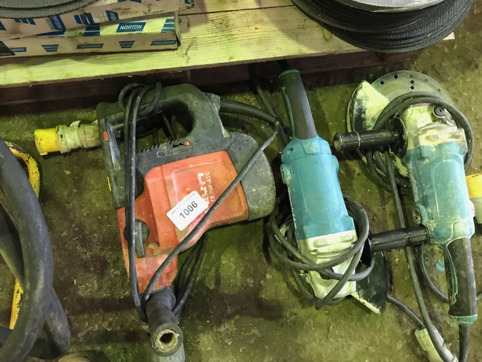 Lot 1006 - HIlti TE76 breaker c/w Makita 110v angle grinder