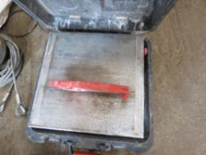 Tile saw bench in case
