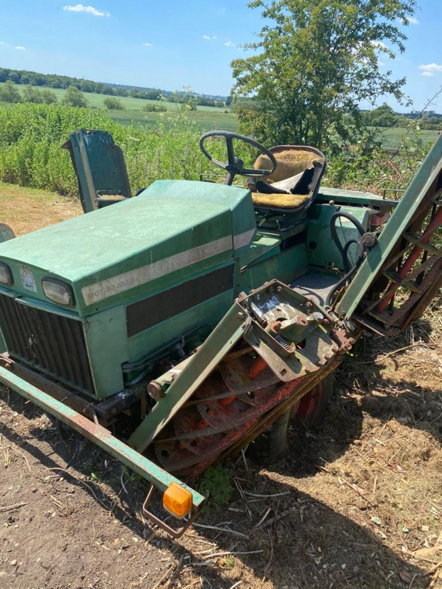Lot 2033 - Ransomes 350 ride on mower
