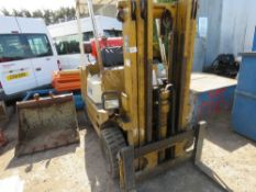 TCM FCG20G GAS AND PETROL ENGINED FORKLIFT TRUCK WITH LOW MAST. WHEN TESTED WAS SEEN TO DRIVE, STEER