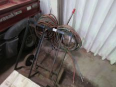 WELDING TROLLEY WITH AIR HOSES