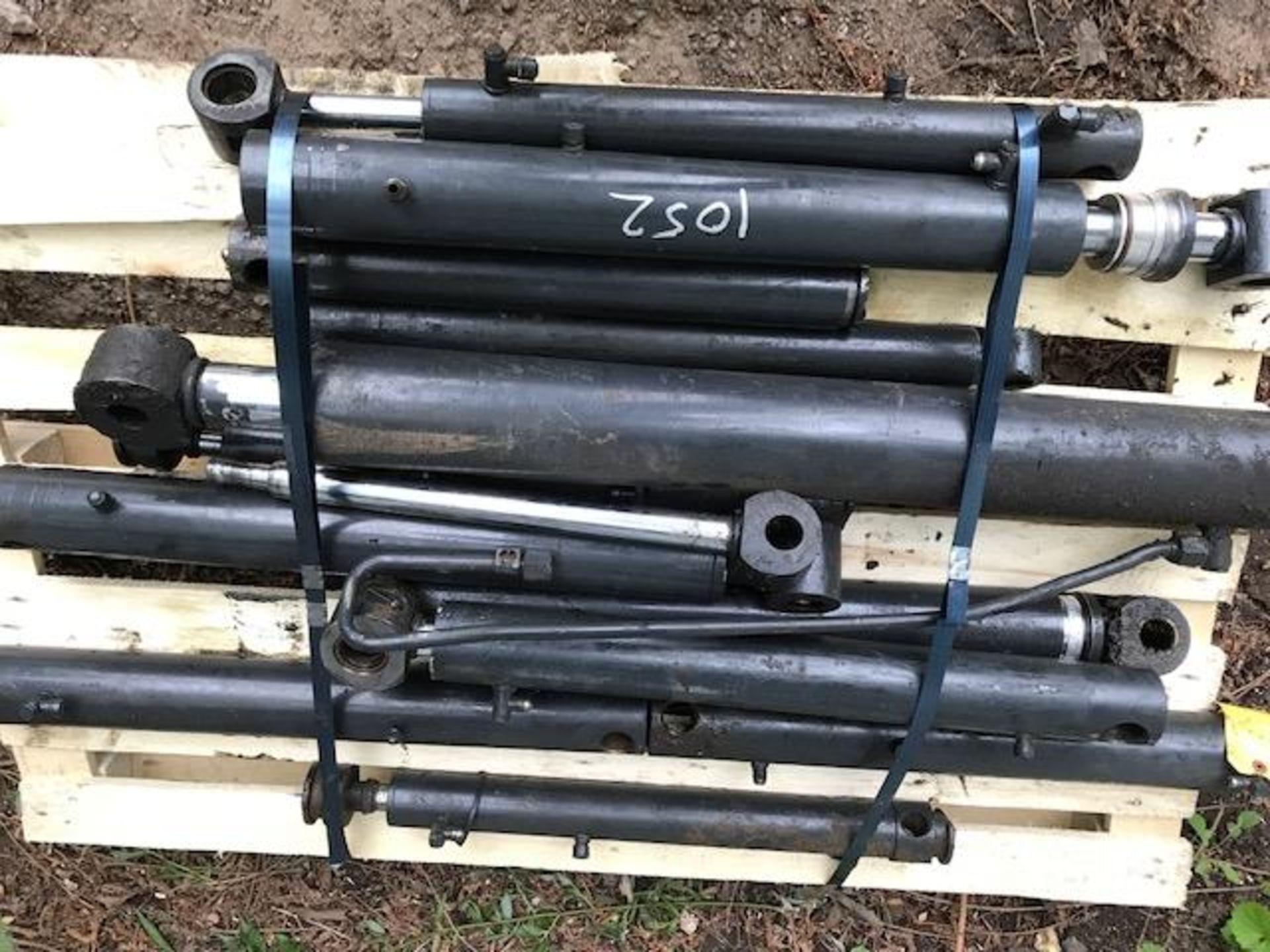 Lot 1052 - pallet containing digger rams
