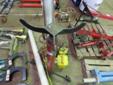 SMALL SIZED FOOT OPERATED TRANSMISSION JACK
