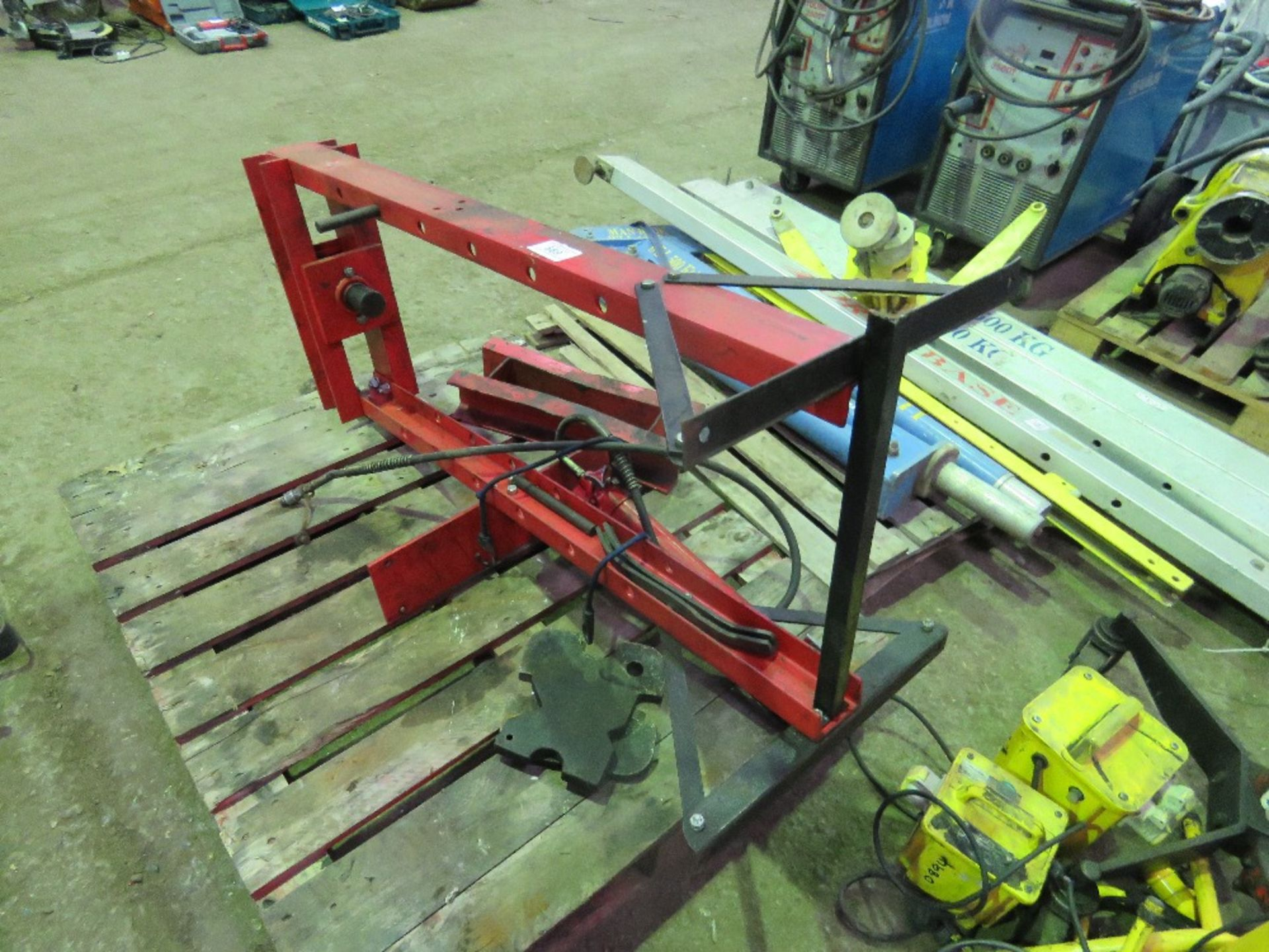 Lot 669 - 10 TONNE RATED BEARING PRESS