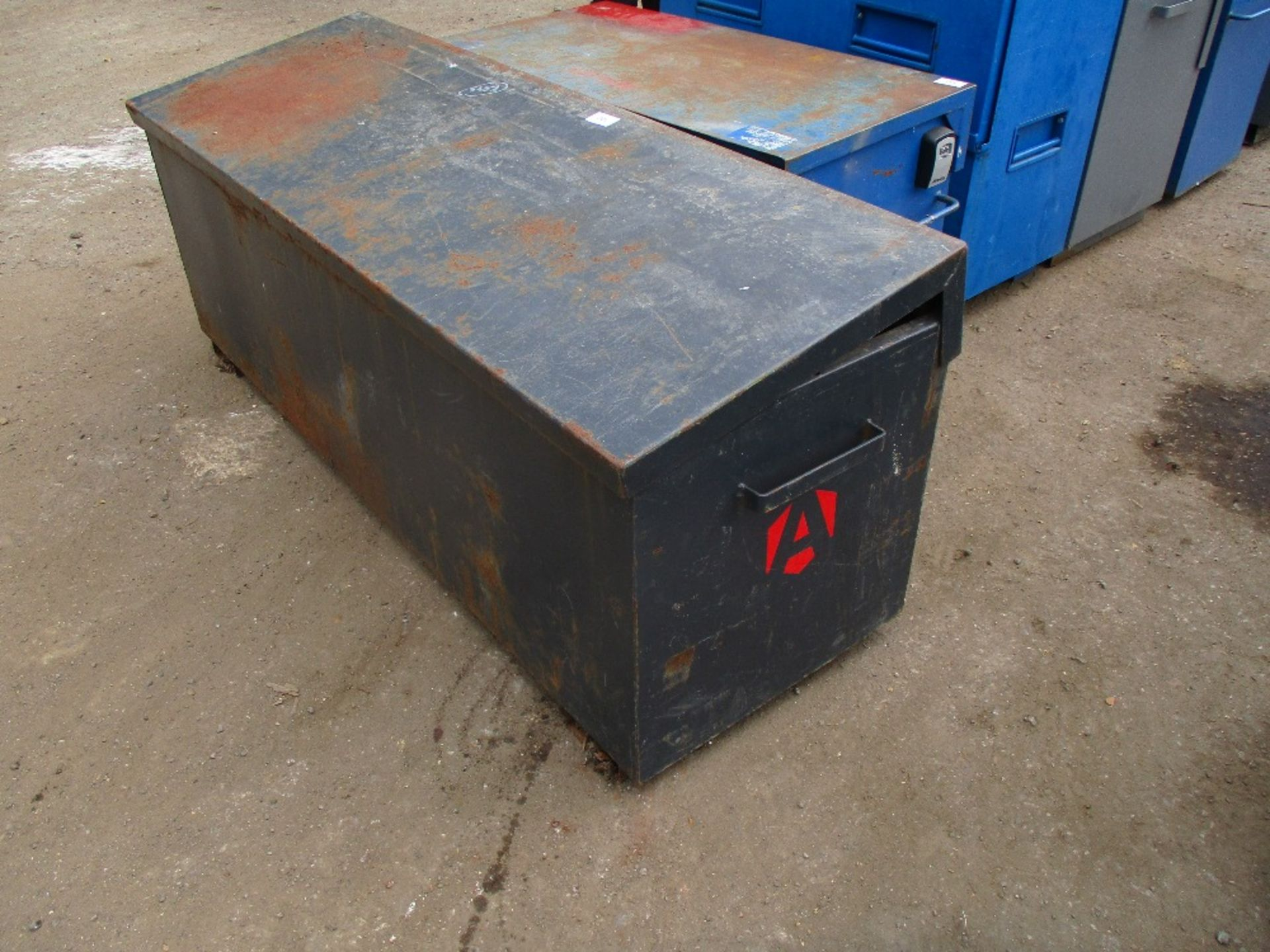 Lot 100 - ARMORGARD STRIMMER VAULT TOOL VAULT WITH KEY. 6FT LONG APPROX