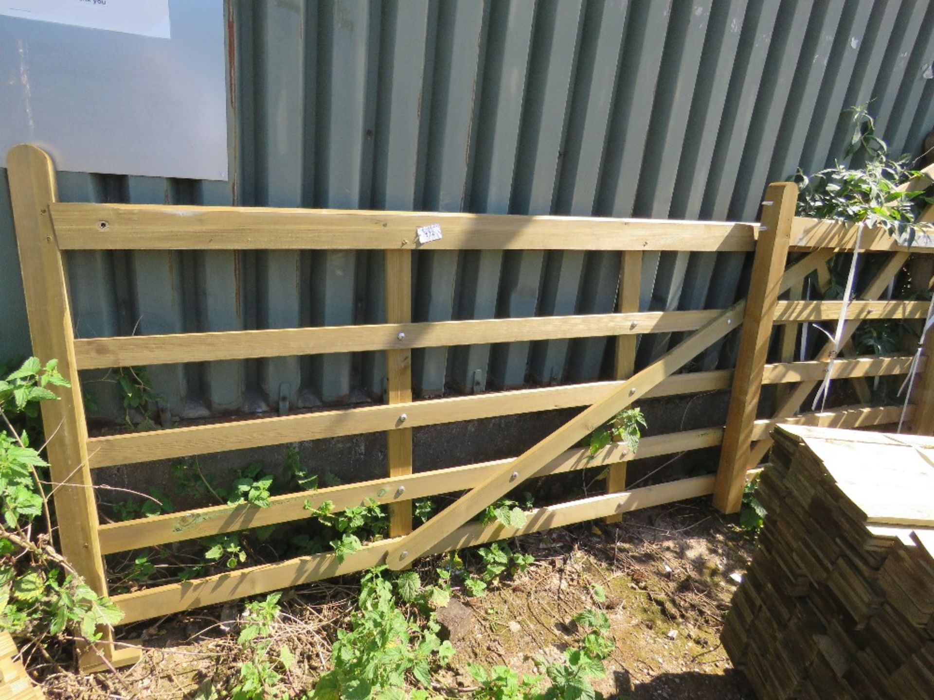 Lot 172 - 2 X CURVED TOP DRIVEWAY GATES 1.2M AND 3.3M WIDE