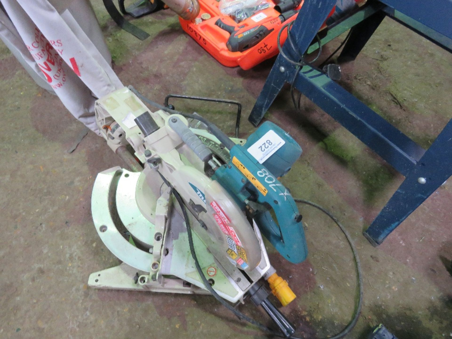 Lot 822 - MAKITA 110VOLT MITRE SAW