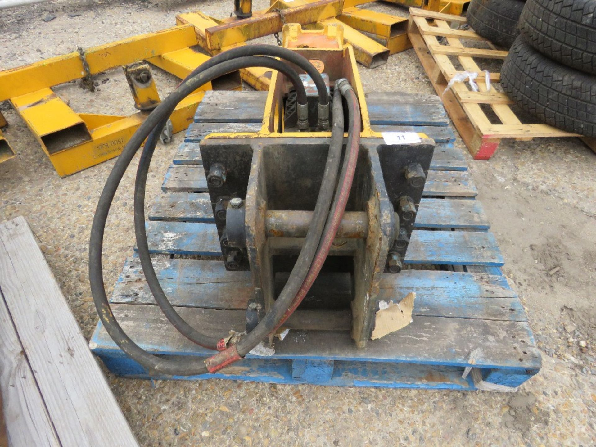 Lot 11 - DEMO LMBS 500 EXCAVATOR BREAKER ON 45MM PINS. DIRECT EX LOCAL COMPANY. DESCRIBED AS WORKING BUT WOUL