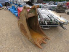 Geith 2ft toothed excavator bucket on 70mm pins, previously used on 18tonne Hyundai machine