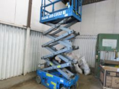 GENIE GS1932 SCISSOR LIFT ACCESS PLATFORM. YEAR 2008. 98 RECORDED HOURS. WHEN TESTED WAS SEEN TO DR