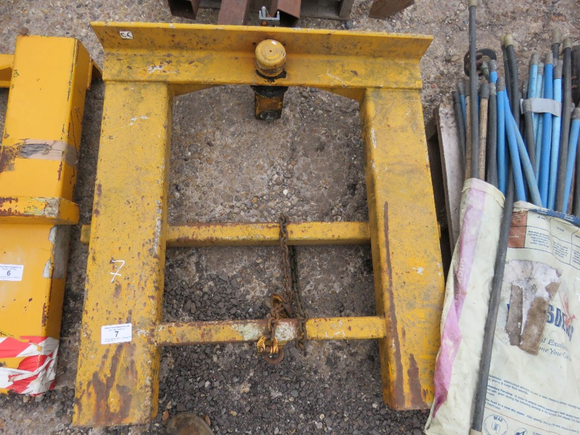Lot 7 - FORKLIFT MOUNTED FRAME TO TAKE HOOK OR CANTILVER BLOCK GRAB