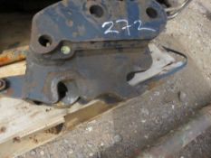 MINI DIGGER QUICK HITCH ON 30MM PINS.